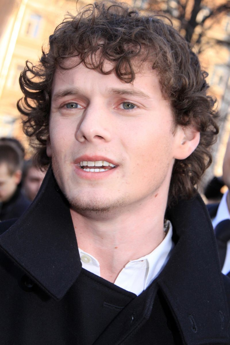 anton yelchin jeepanton yelchin black and white, anton yelchin death, anton yelchin funeral, anton yelchin died, anton yelchin gif, anton yelchin смерть, anton yelchin speaking russian, anton yelchin parents, anton yelchin wiki, anton yelchin charlie bartlett, anton yelchin vk, anton yelchin trollhunters, anton yelchin twitter, anton yelchin height, anton yelchin gif hunt, anton yelchin and felicity jones, anton yelchin movies, anton yelchin умер, anton yelchin imdb, anton yelchin jeep