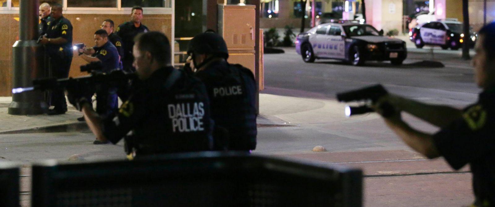 AP_Dallas_Cops_BM_20160708_12x5_1600