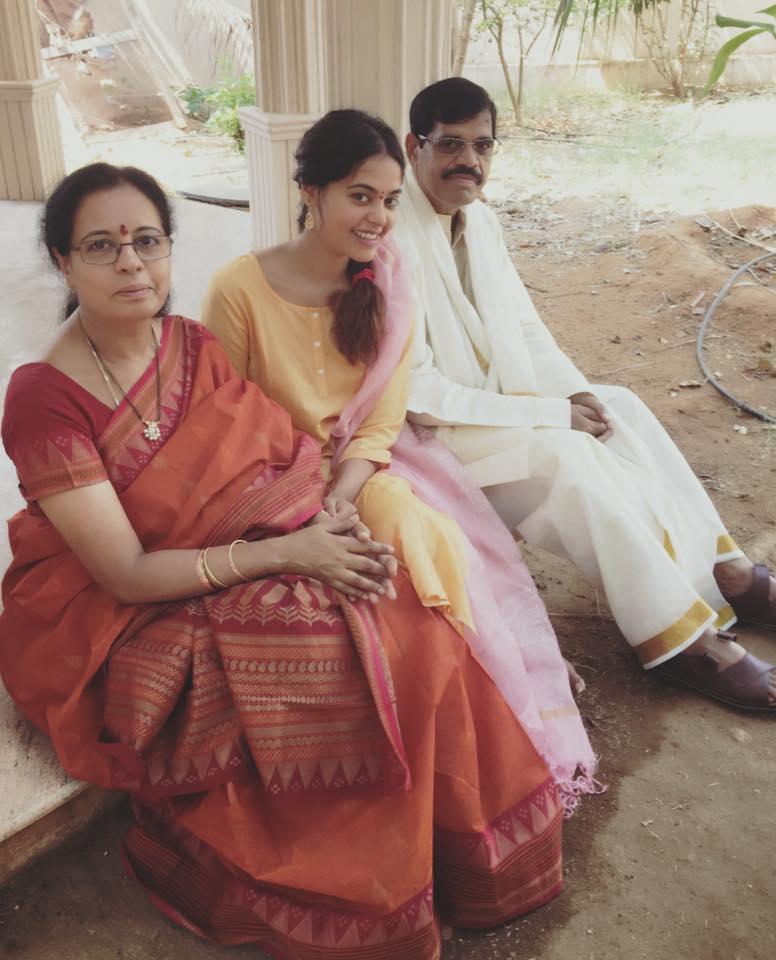 bindhu_madhavi-family-photos